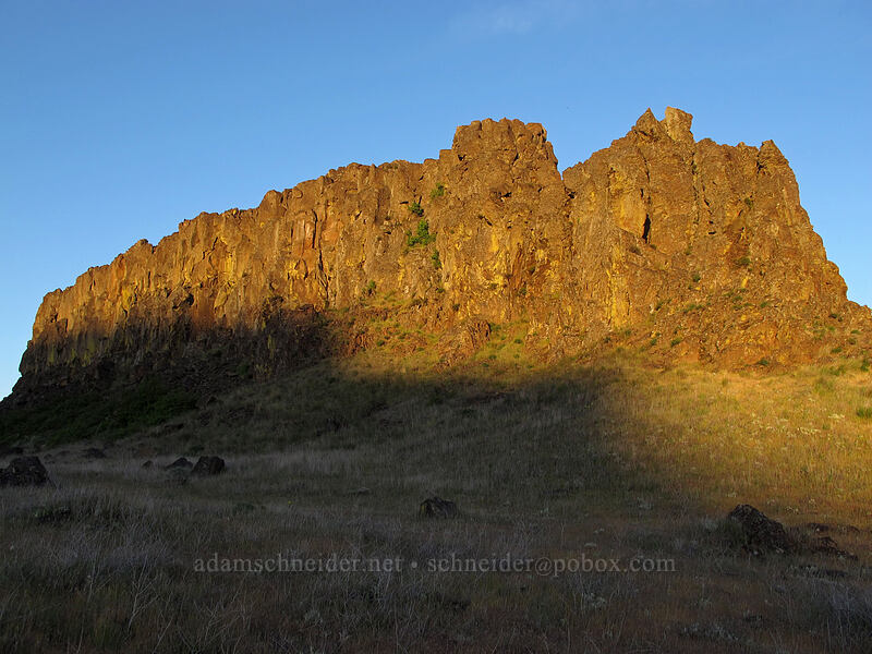 Horsethief Butte at sunset [Horsethief Butte, Columbia Hills State Park, Washington]