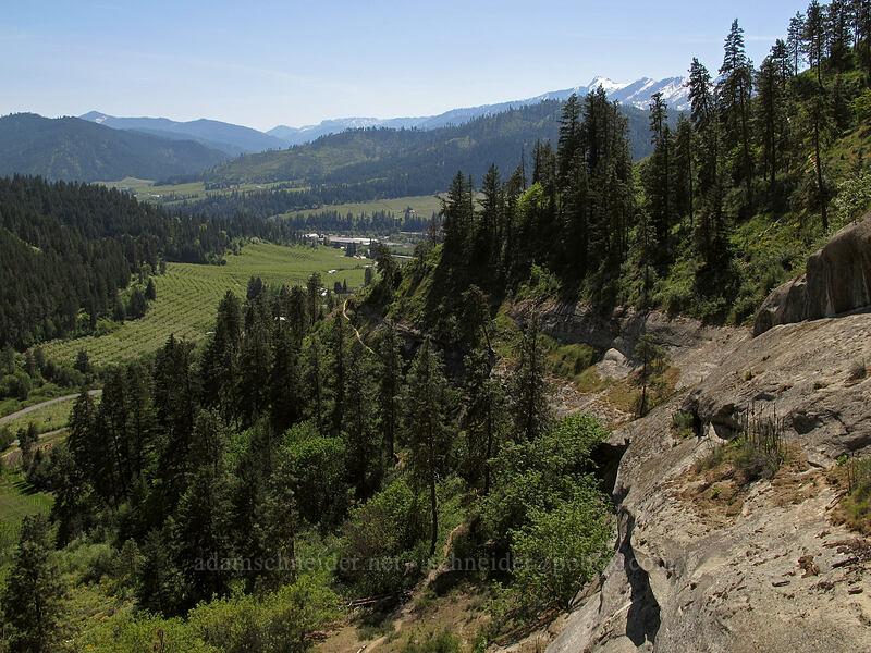 cliffs & the Wenatchee Valley [Sauer's Mountain Trail, Peshastin, Washington]