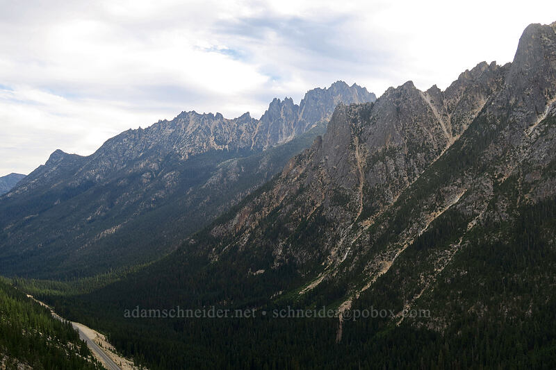 Vasiliki Ridge & Kangaroo Ridge [Washington Pass Overlook, Okanogan-Wenatchee National Forest, Washington]