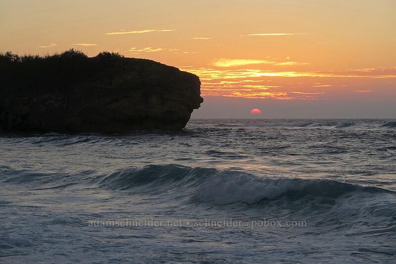 Makawehi at sunrise [Shipwreck Beach (Keoneloa Bay), Po'ipu, Kaua'i, Hawaii]