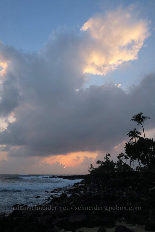 sunset [Brennecke Beach, Po'ipu, Kaua'i, Hawaii]