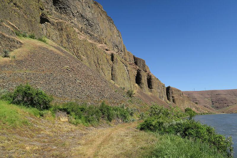 cliffs [Pinnacles Trail, Cottonwood Canyon State Park, Oregon]
