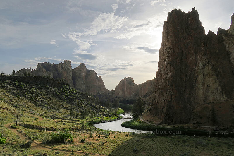 Smith Rock, Shiprock, & the Crooked River [Chute Trail, Smith Rock State Park, Oregon]