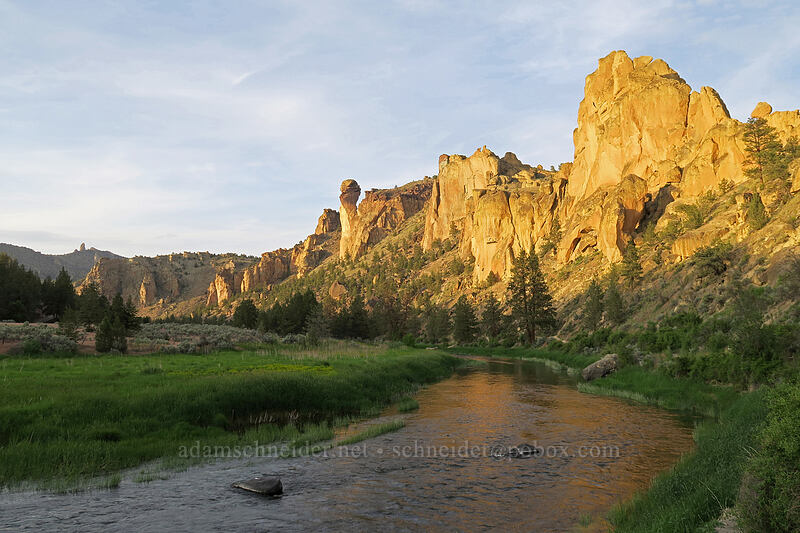 Crooked River & rock formations [River Trail, Smith Rock State Park, Oregon]