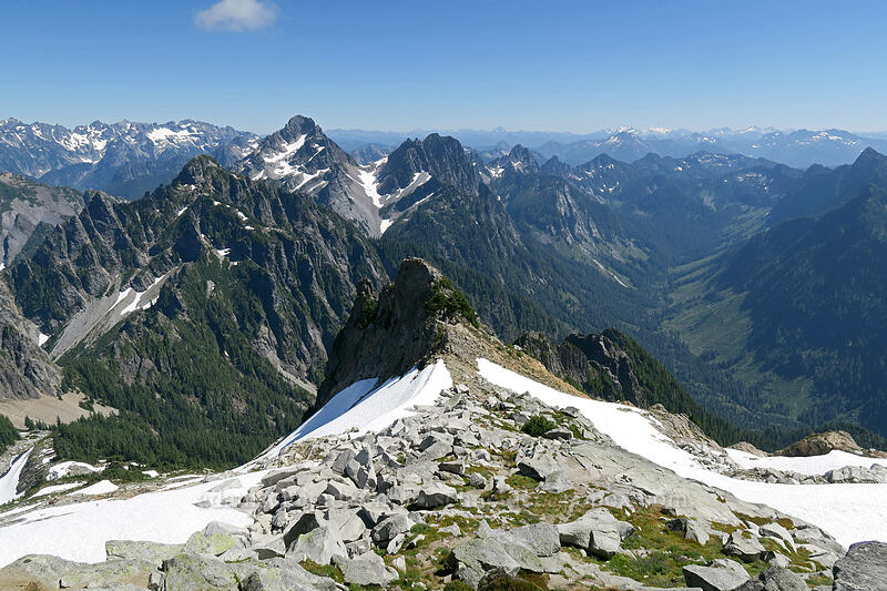 view to the southeast [Vesper Peak summit, Mount Baker-Snoqualmie National Forest, Washington]