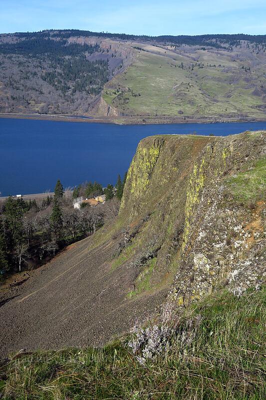 edge of Mosier Plateau [Mosier Plateau Trail, Mosier, Oregon]